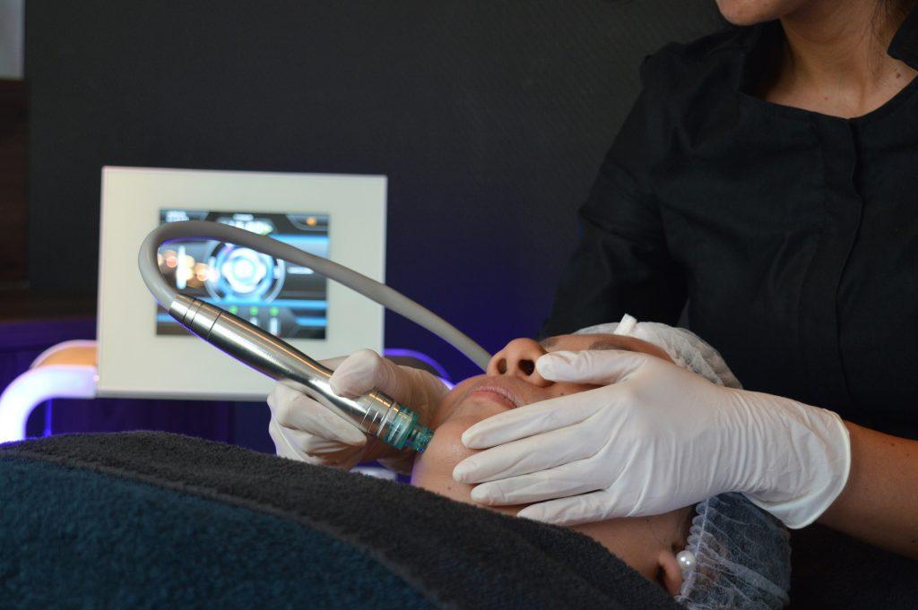 Hydrodermabrasie behandeling tegen een droge huid